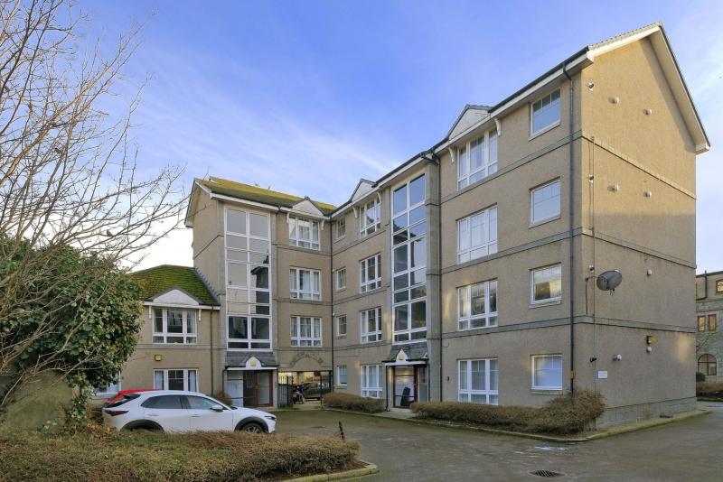 Charlotte Apartments 52 B 21 2852