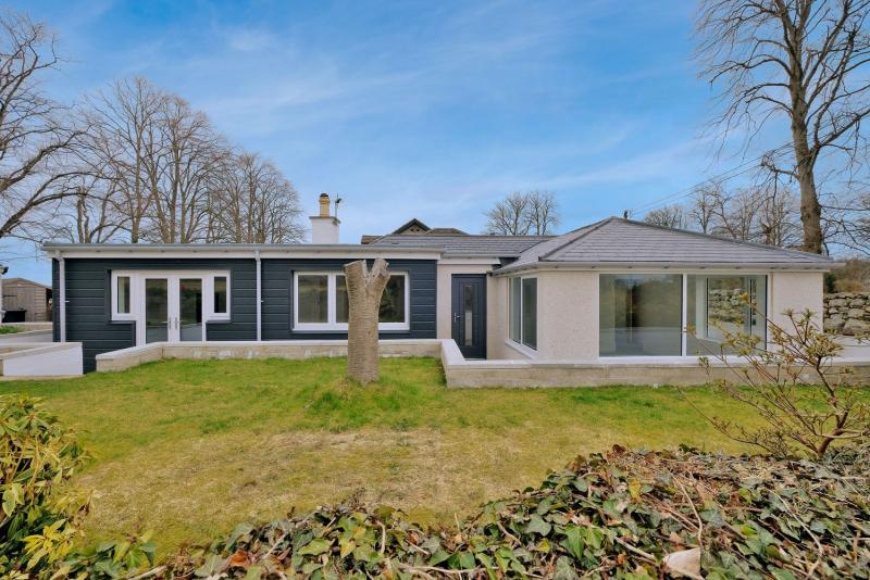 Newton Cottage 21 8102